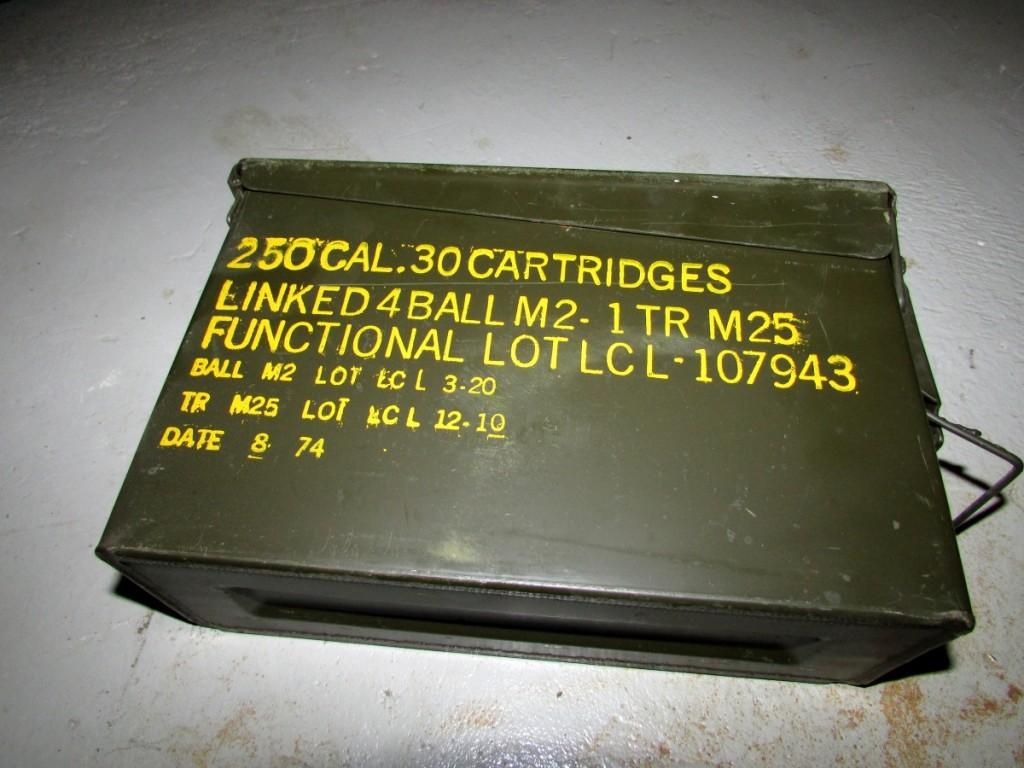 Kuva 1 - Käytetyssäkin ammuslaatikossa on usein vielä ammuksiin liityvät merkinnät jäljellä. Ne on geokätkökäytössä syytä peittää.