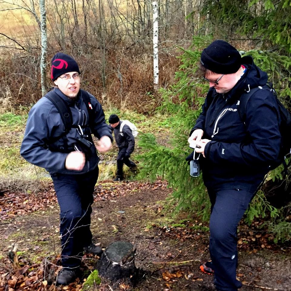 Kuva 6 - Seurueemme jossain kohtaa reittiä. Vasemmalla Wesbridge ja oikealla Harjus. Takana Rimaju.