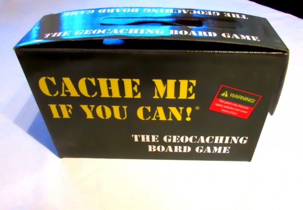 Kuva 1 - Cache Me If You Can! -peli tulee ammuslaatikkoa muistuttavassa tyylikkäässä paketissa.