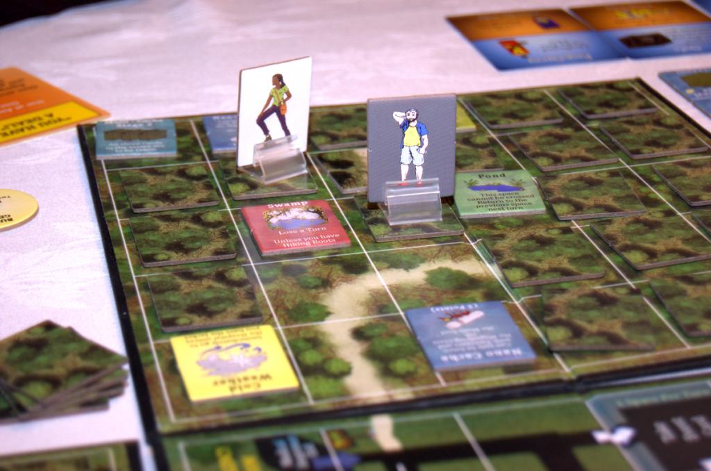 Kuva 5 - Pelilaattoja käännellään näkyviin kätköjä etsiessä.
