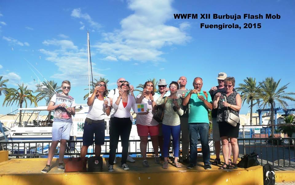 Kuva 4 - Espanjan Bubble Flash Mobin ryhmäkuva