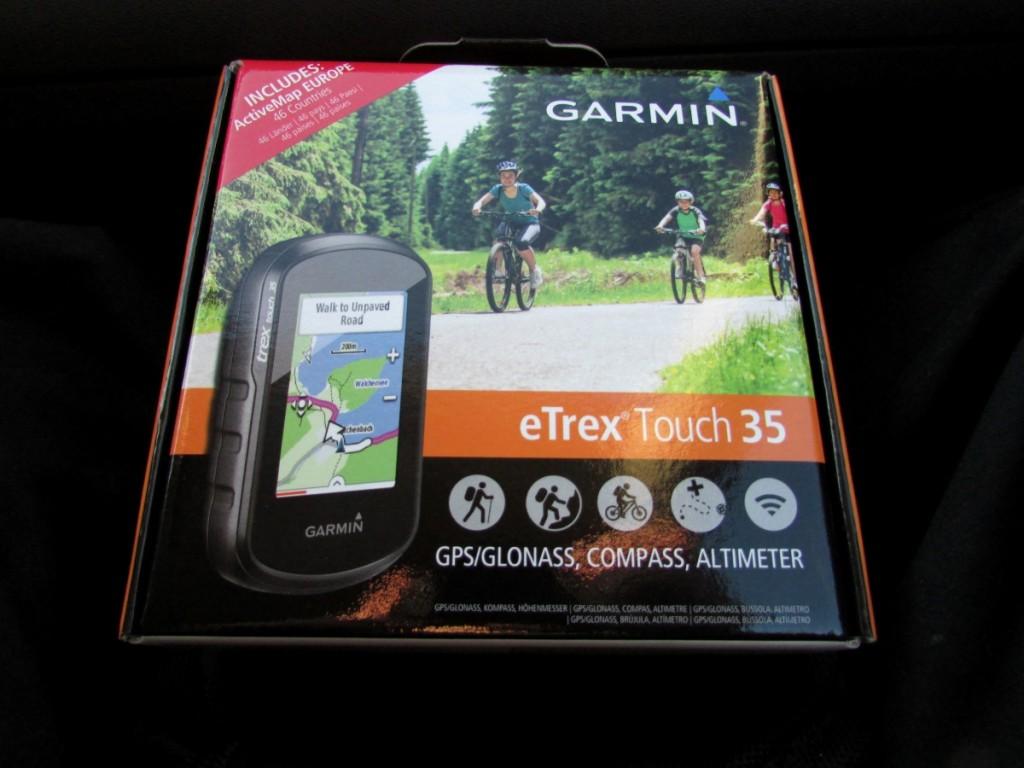 Kuva 1 – Garmin eTrex 35 touch paketissaan.