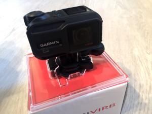 Kuva 2 - Kamera paketissaan. Heti kättelyssä kävi selväksi, että kyseessä on laadukas tuote.