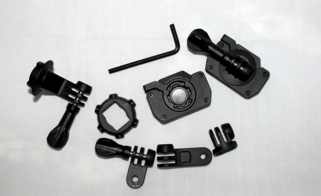 Kuva 7 - Kamerna mukana tulevia kiinnityskappaleita.