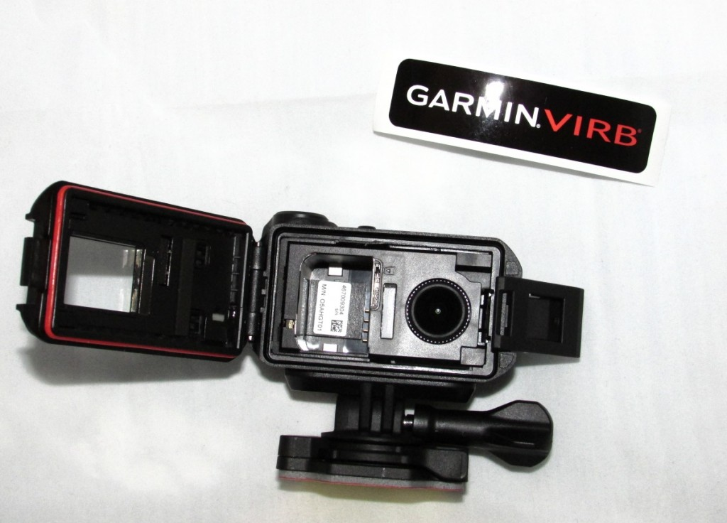 Kuva 4 - Kameran etupuoli aukeaa ja akun saa vaihdettua.